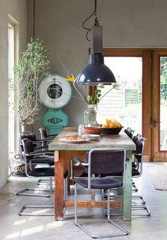 vintage eettafel   vintage diningroom   vtwonen binnenkijken special 2016   photography: Anouk de Kleermaeker   styling: Esther Loonstijn