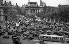 ¡Vaya atasco he pillado en Cibeles! (Foto de Manuel Urech, de 1955) #madrid