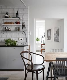 Beloved marvelous kitchen remodel as well as renovation must dos additional reading Beautiful Kitchen Designs, Beautiful Kitchens, Farmhouse Kitchen Decor, Kitchen Interior, Farmhouse Design, Smart Kitchen, Scandinavian Home, Ideal Home, Country Decor
