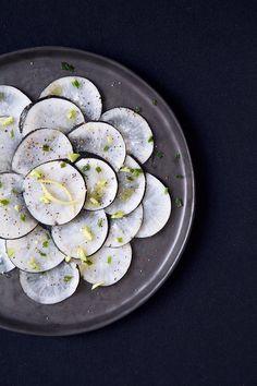 Radish is Good Radish Recipes, Raw Food Recipes, Healthy Recipes, Carpaccio Recipe, Food Tasting, Spring Recipes, Going Vegan, Organic Recipes, Healthy Cooking