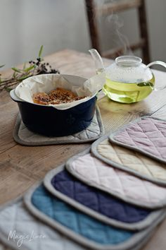 Our linen kitchen gloves and linen pot holders add a stylish dimension to these essential home products. Both feature a wool, heat resistant inner lining, and a useful loop for hanging.