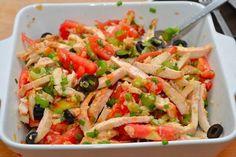 Салат из курицы, помидоров, оливок и сельдерея