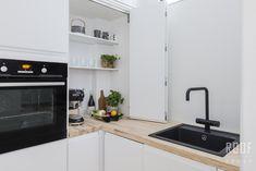 Aamiaiskaappi tason päällä. Modern Kitchen Cabinets, Kitchen Cabinet Design, Modern Kitchen Design, Kitchen Interior, Kitchen Corner, Kitchen Sets, Kitchen Dining, Kitchen Decor, Kitchen Styling