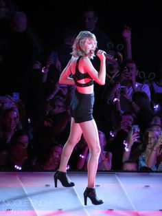 Taylor performing I Knew You Were Trouble during night one of the 1989 World Tour in East Rutherford 7.10.15