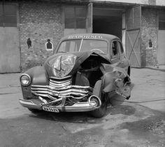 Sosem láthattuk még ezeket a sötét fotókat a Kádár-rendszer rendőrségének archívumából - kepek Budapest, Old Ads, Mazda, Hungary, Antique Cars, Police, History, Vehicles, Ideas