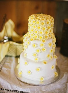 Pin for Later: Feast Your Eyes on 40 Gorgeous Food Ideas For Spring Weddings  What better way to leave a lasting impression than with bright cascading daisies on a cake?