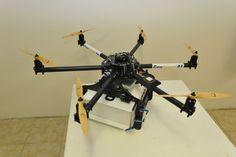 Amazon arbeitet daran, Päckchen per Drohne zu liefern, aber die Post in Frankreich könnte den E-Commerce-Riesen überflügeln. Der Paketlieferdienst GeoPost hat nun erfolgreiche Tests mit seiner Paket-Drohne durchgeführt.