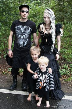 Goth family | I TOTALLY will dress up my kids Goth (if I have any)
