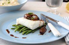 Ovnsbakt torsk med balsamicoløk og sellerirotmos Seafood, Cooking Recipes, Meat, Chicken, Drink, Sea Food, Beverage, Chef Recipes