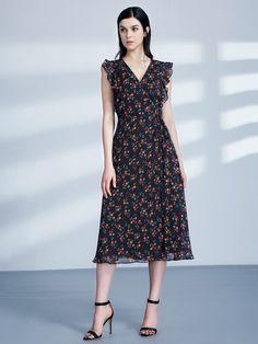 31ebf5eb9f181 Retro Floral Print V Neck Midi Wrap Dress | Ever-Pretty #printdress  #printdresses