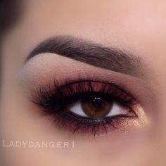 Gorgeous Burgundy eye shadow & liner <3