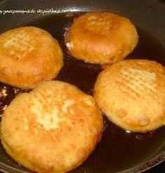 Μια άλλη εκδοχή για τις αγνιόπιτες   Οι αγνιόπιτες είναι παραδοσιακές μυζηθρόπιτες κυρίως της ανατολικής Κρήτης. Γίνονται σχεδόν πάντα με ξινή μυζήθρα και έχουν πάρει το όνομά τους από την αγνιά τους ζύμη. Αγνιά λέμε στην Κρήτη την πολύ μαλακή ζύμη, αυτή που σχεδόν κολλά στα χέρια.  Άλλοτε … Greek Desserts, Greek Recipes, Greek Cake, Cooking Time, Cooking Recipes, Mediterranean Recipes, Sandwich Recipes, Cheese Recipes, Brunch