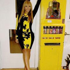 Celebrity Beyoncé long sleeve bodycon dress Tag reads medium but fit like a true small. Like new Dresses Long Sleeve