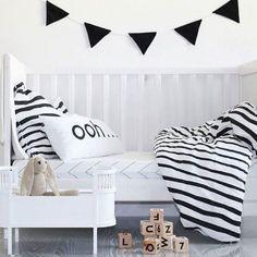 Ropa de cama y cuna en blanco y negro, de Ooh noo