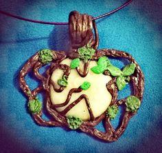 2017.17D Ciondolo natura con simil opale fatto a mano da Cassandra / Nature pendant with opal look handmade by Cassandra