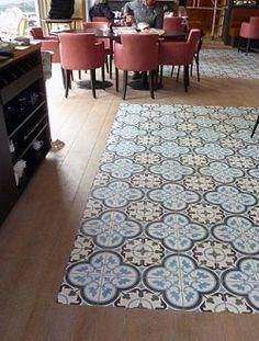 """""""tapis"""" de carreaux au milieu du parquet #parquet #tile"""