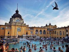 As piscinas de Budapeste vão ser um sucesso com os pequenos. Imagem por Li Kim Goh / Moment Mobile / Getty Images