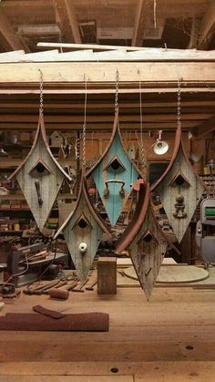 Use old wood and glass handles from my nursery to make something similar - wood DIY ideas - Holzprojekte - Bird House Plans Free, Bird House Kits, Bird Houses Diy, Fairy Houses, Hanging Bird Cage, Bird Aviary, Bird Boxes, Glass Knobs, Birdhouses