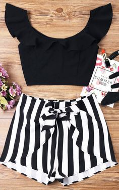 Top Amarillo, Unique Outfits, Cute Outfits, Summer Outfits, Summer Dresses, Shorty, Holiday Dresses, Aesthetic Fashion, Fashion Outfits