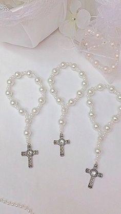 Holy Communion Invitations, First Communion Favors, Première Communion, Baptism Invitations, Diy Jewelry Projects, Beaded Cross, Wedding Bracelet, Diy Crafts, Bead Jewelry
