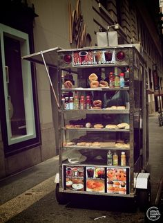 eating from a food cart - only in new york does that sound like a truly good idea.