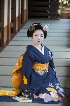 Dresses for Women Geisha Japan, Geisha Art, Japanese Geisha, Japanese Beauty, Japanese Kimono, Japanese Girl, Kabuki Costume, Okinawa Japan, Kyoto Japan