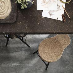 SINNERLIG kruk | Deze pin repinnen wij om jullie te inspireren. #IKEArepint #IKEA #IKEAnl #kurk #kruk #tafel #IlseCrawford #inspiratie