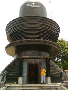 The temple to Shiva at Harihar Dham, home to the largest Shiva lingam in the world.