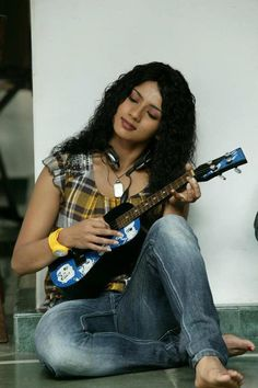 Sruthi Hariharan in Cinema Company