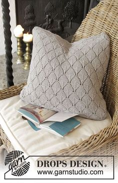 Alvira Pillow / DROPS 183-40 - Knitted pillow with lace pattern. The piece is worked in DROPS Flora.