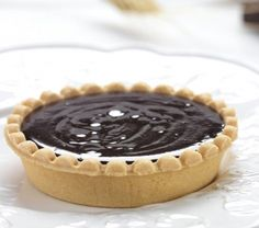From easy Dark Chocolate Tart recipes to masterful Dark Chocolate Tart preparation techniques, find Dark Chocolate Tart ideas by our editors and community in this recipe collection. Pie Crust Recipes, Tart Recipes, Baking Recipes, Baking Ideas, Patisserie Sans Gluten, French Chocolate, Easy Eat, Sweet Tarts, Just Desserts