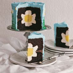 3 Beautiful Cakes Hiding Fun Surprises Inside