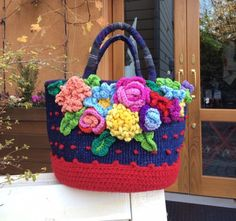 All About Flowers And Leaves Crotchet Bags, Crochet Tote, Crochet Handbags, Knitted Bags, Crochet Stitches, Knit Crochet, Crochet Patterns, Diy Bags Easy, Floral Wallpaper Iphone