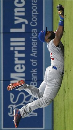 Jason Heyward dives but can't come up with the ball for a single by Dodgers' Howie Kendrick in the first inning Friday, Aug. 26, 2016, in Los Angeles. (Jayne Kamin-Oncea / Getty Images)