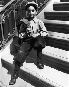 Danny Thomas 9 yrs old Founder of St Jude's. an amazing man Celebrities Then And Now, Young Celebrities, Beautiful Celebrities, Celebs, Danny Thomas, Marlo Thomas, Famous Men, Famous Faces, Famous People