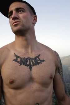 """A U.S. Army 3rd infantry division soldier (as can be seen on his hat) has the """"infidel tattoo"""" inked on his chest, clearly not bothered with showing it around. Infidel Tattoo, Military News, Best Documentaries, Pop Culture References, British American, War Photography, Guy Pictures, Documentary Film, Sexy Men"""