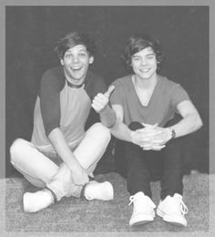 Louis and Harry. Absolutely adore this photo of them! I don't ship Larry though. Cause what Louis and Eleanor have is special and no one can convince me otherwise<< Larry is a BROMANCE not a ROMANCE Elounor is real Louis And Eleanor, Louis And Harry, Larry Stylinson, Louis Tomlinson, Style Zayn Malik, Harry Styles, Larry Shippers, Wattpad, I Love One Direction