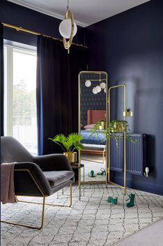 A blue bedroom will always lift your spirits, probably because it's the colour of both cool winter lakes and the summer sky. Graham & Brown Navy Prism Wallpaper paired with gold accents is sure to transform any room in your home. Dark Blue Bedrooms, Navy Bedrooms, Dark Rooms, Interior Design Masters, Studio Interior, Blue Bedroom Decor, Living Room Decor, Bedroom Inspo, Bedroom Inspiration