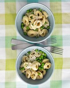 Quick and easy weeknight dinner with cheese tortellini, peas, and garlic butter.