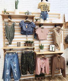 Design Boutique, Boutique Decor, Boutique Ideas, Mobile Boutique, Clothing Store Displays, Clothing Store Design, Vintage Store Displays, Clothing Items, Clothing Boutique Interior
