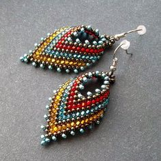 Superduo Beaded Pendant Tutorials - The Beading Gem's Journal Seed Bead Jewelry, Bead Jewellery, Seed Bead Earrings, Leaf Earrings, Beaded Earrings, Earrings Handmade, Beaded Jewelry, Handmade Jewelry, Beaded Bracelets