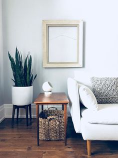 Minimalist Living Room How to Have a Stylish Home When You Have Kids: www.neatntiny.com #livingroom #minimalism #minimaldecor #konmari #modernminimalism #moderateminimalism #midcenturymodern #stylishbaskets #midcenturyplanter
