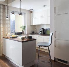 einrichtungstipps kleine küche ideen küchenzeile kleine insel esstheke holz arbeitsplatte