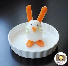 Fun Food Kids Eggs Eier Karrotte carrots möhre frühling ostereier mandelstifte almonds sesame schwarze sesamkörner sesamsaat bunny hase tiere animals rabbit