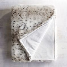As the temperature drops steadily back into the raw winter chill, take this opportunity to re-evaluate the current state of your hibernation nook. Whether draped over an armchair back or a sofa arm, faux-fur throw blankets add an instant layer of luxe to any living area, and we picked 10 fur blankets that perfectly combine posh with plush.