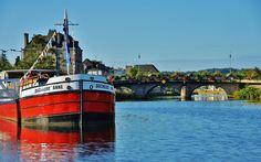 """Chaland métallique """"Duchesse Anne, dite 'La duchesse de Pondi'   par Cathy Breizh - Morbihan.   Brittany"""