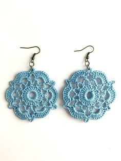 Throw on these cute crochet earrings for a casual day out on the town! These earrings are handmade by New Orleans local artist, Lady Valkryie.Guide to making crochet earrings - Crochet and Knitting Patterns 2019 Crochet Gifts, Cute Crochet, Beautiful Crochet, Crochet Hooks, Knit Crochet, Crochet Jewelry Patterns, Crochet Earrings Pattern, Crochet Accessories, Knitting Patterns