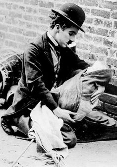 Charlie Chaplin ~ The Kid, 1921 (Do only I find this photo extremely touching?) Related posts:Charlie Chaplin During the Making … Charlie Chaplin, The Kid 1921, Old Hollywood Movies, Hollywood Images, Classic Hollywood, Charles Spencer Chaplin, Old Movie Stars, My Prince Charming, Great Films