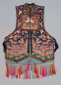 Chinese silk waistcoat with rank badges, black satin with woman's civilian rank vest embroidered allover with silk and metallic gold bats, birds, clouds, flaming pearls and dragons early c Ethnic Fashion, Boho Fashion, Vintage Fashion, Vintage Clothing, Chinese Embroidery, Gold Embroidery, Chinese Patterns, Textiles, Chinese Clothing