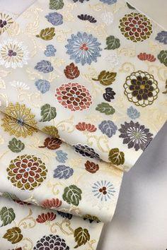 西陣唐織袋帯(菊唐草文)礼装用: a sash with a pattern of chrysanthemum and arabesque
